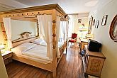 Elegant and romantic room in Hotel Sissi in the centre of Budapest